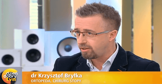 """Dr Krzysztof Bryłka ekspertem w """"Dzień Dobry TVN"""" – opowiada o przyczynach powstawania haluksów i ich leczeniu."""